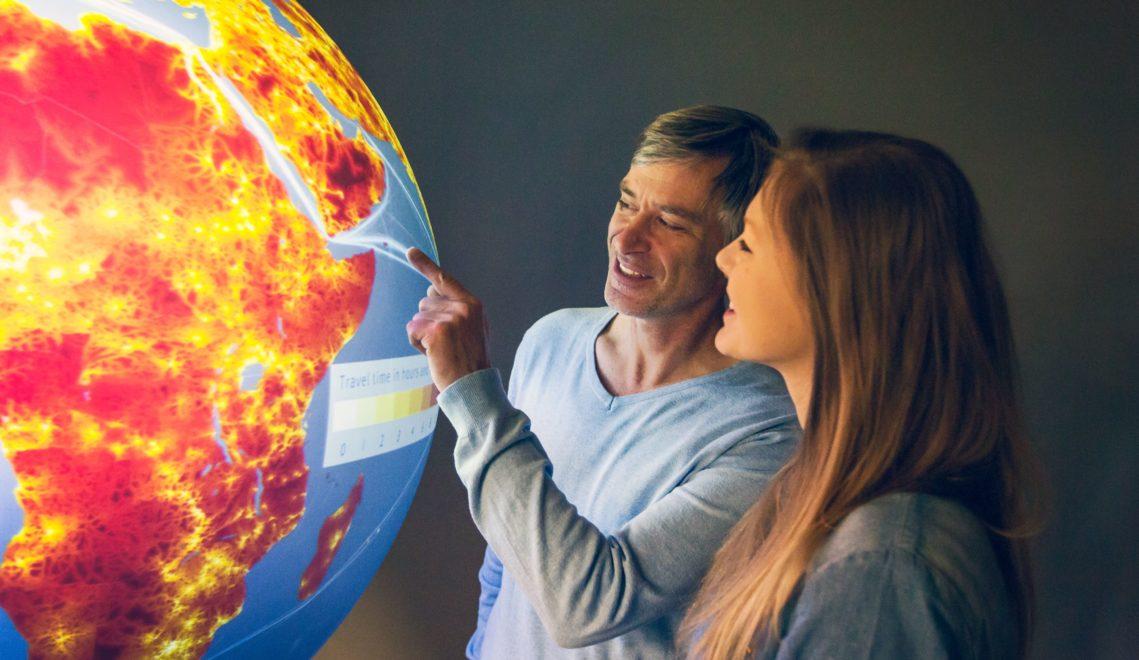 Der Datenglobus im Universum Bremen erklärt die Komplexität unserer Welt © Universum Bremen