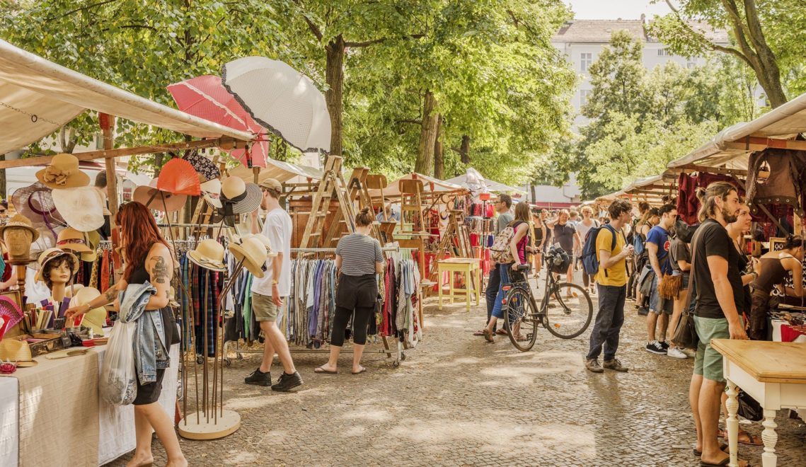 Flohmarkt am Boxhagener Platz © visitBerlin, Foto: Dagmar Schwelle