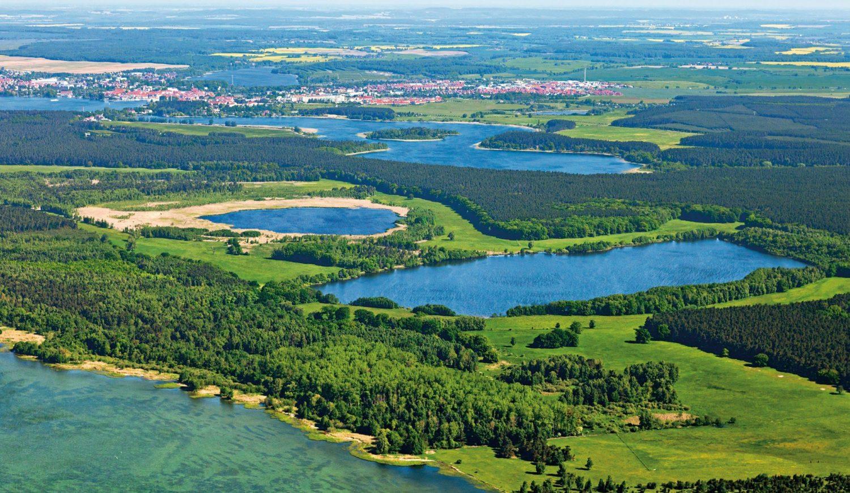 Blau und grün, Wasser, Wald und Wiesen prägen das Gesicht der Landschaft im Müritz-Nationalpark © Klaus Steindorf-Sabath