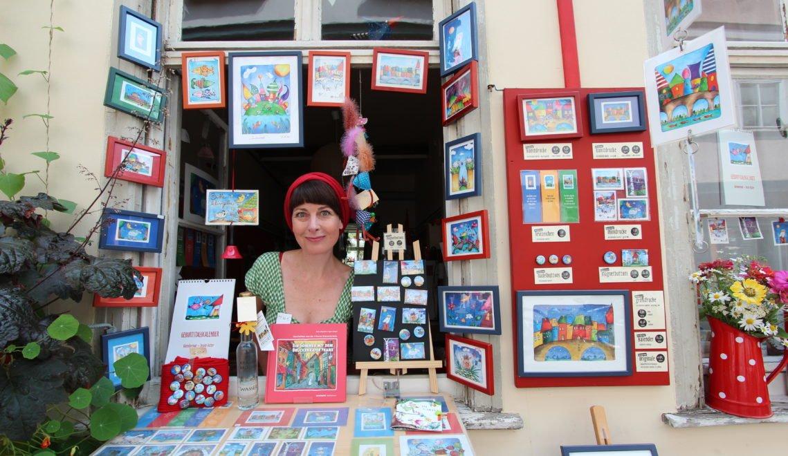 Beate Kister verkauft selbst gemalte Bilder © Christiane Würtenberger / CMR