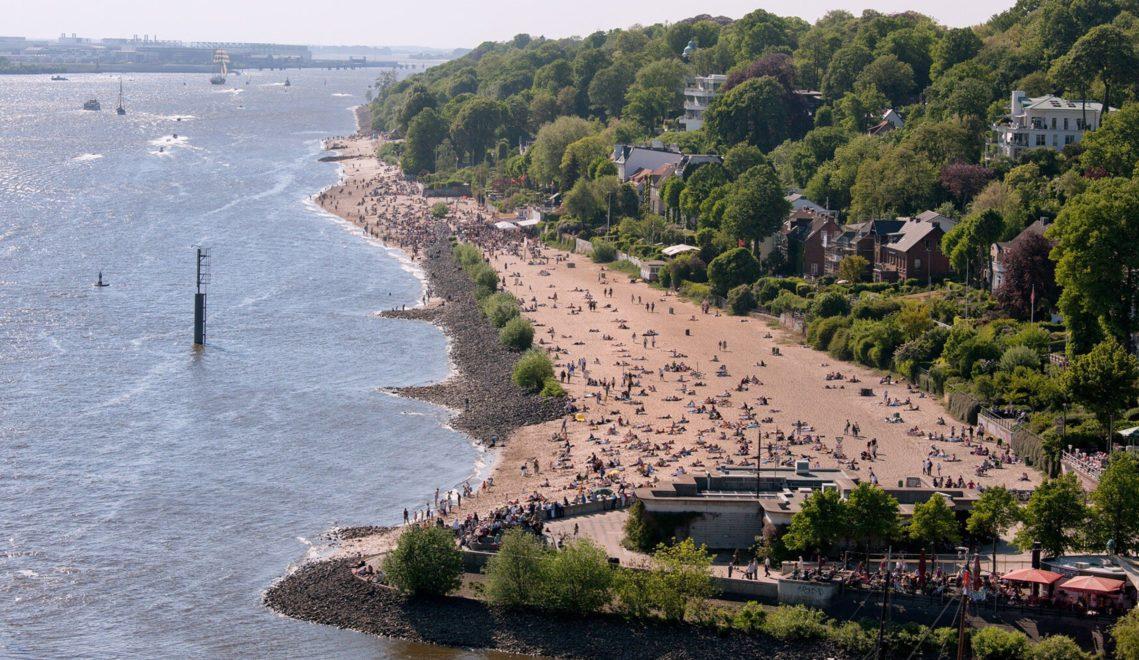 Ob Abhängen am Strand oder ausgedehnter Spaziergang: Am Elbufer in Övelgönne geht beides hervorragend © mediaserver.hamburg.de, Andreas Valbracht