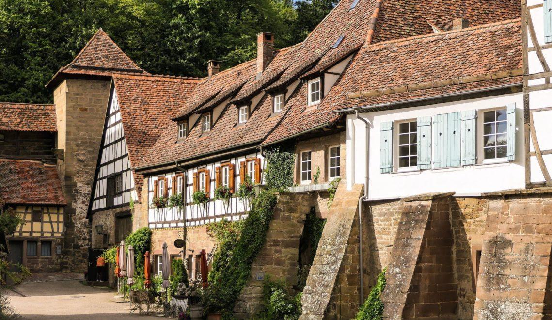 Gemütliche Atmosphäre: In den schönen Fachwerkhäusern sind kleine Cafés und Restaurants untergebracht © cmr – Joachim Negwer
