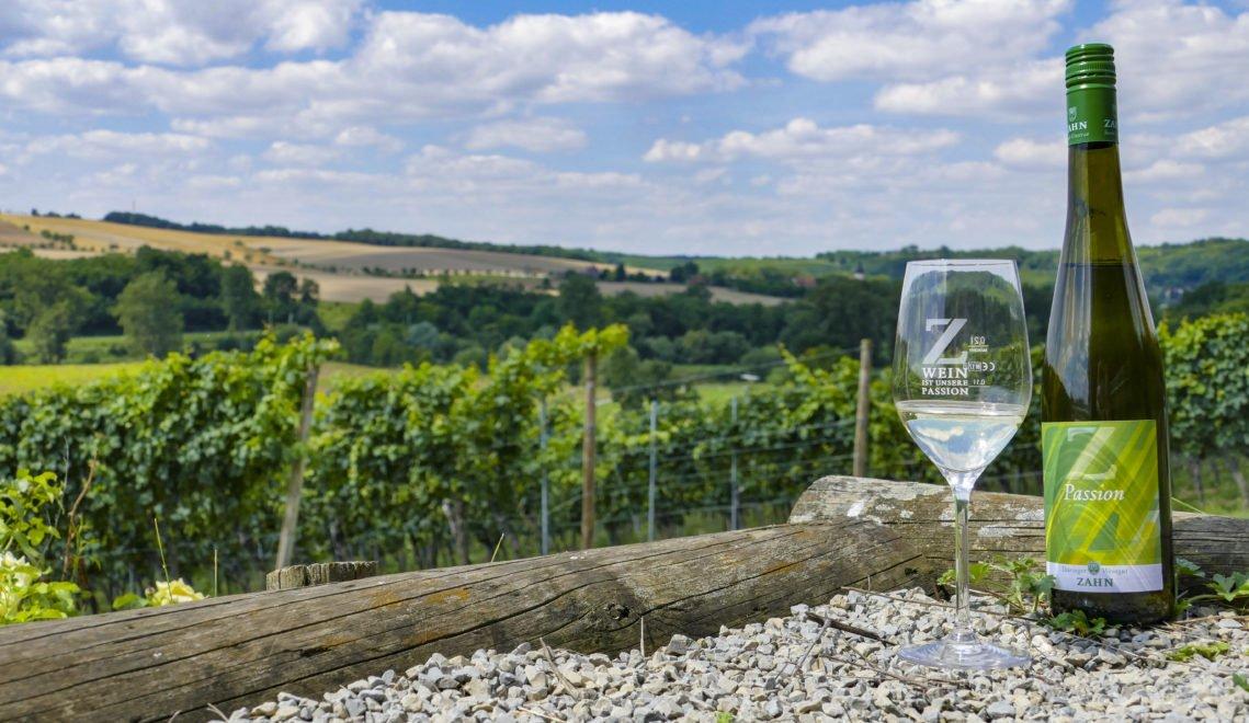 """Der """"Passion"""" ist ein süffiger, fruchtiger Weißwein aus Müller-Thurgau- und Helios-Trauben © Anne Schüßler / CMR"""