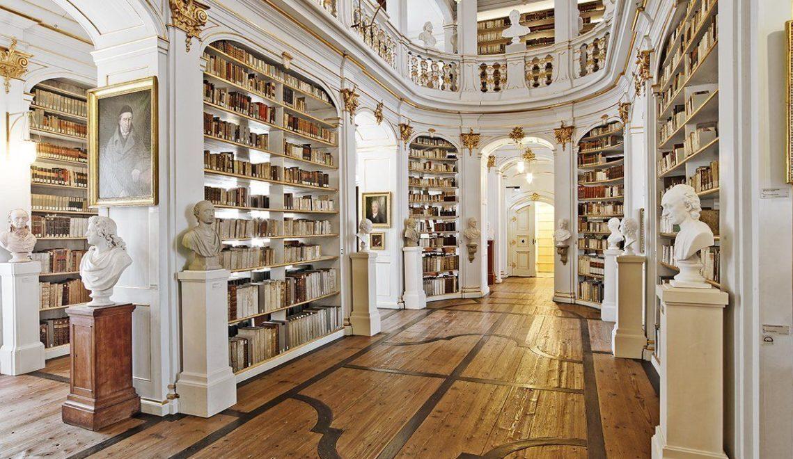 Prachtvolle Bücher-Schatzkiste: der Rokokosaal in der weltberühmten Anna Amalia Bibliothek © Jens Hausprung / Thüringer Tourismus GmbH