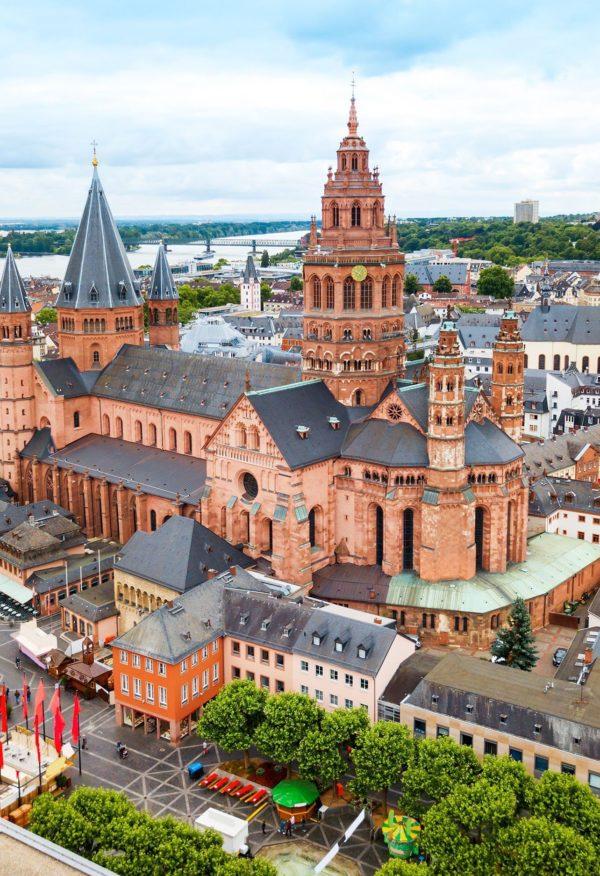 Der Mainzer Dom hat gigantische Maße – 4000 Menschen können darin einen Gottesdienst feiern