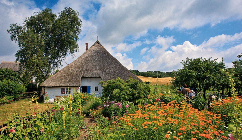 Das Pfarrwitwenhaus Groß Zicker ist eins der ältesten Wohnhäuser auf Rügen © TMV/Grundner