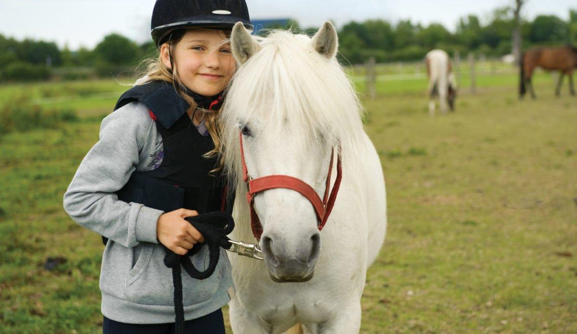 Viele Reiterhöfe in Niedersachsen bieten Unterricht für Kids an © Shestakoff