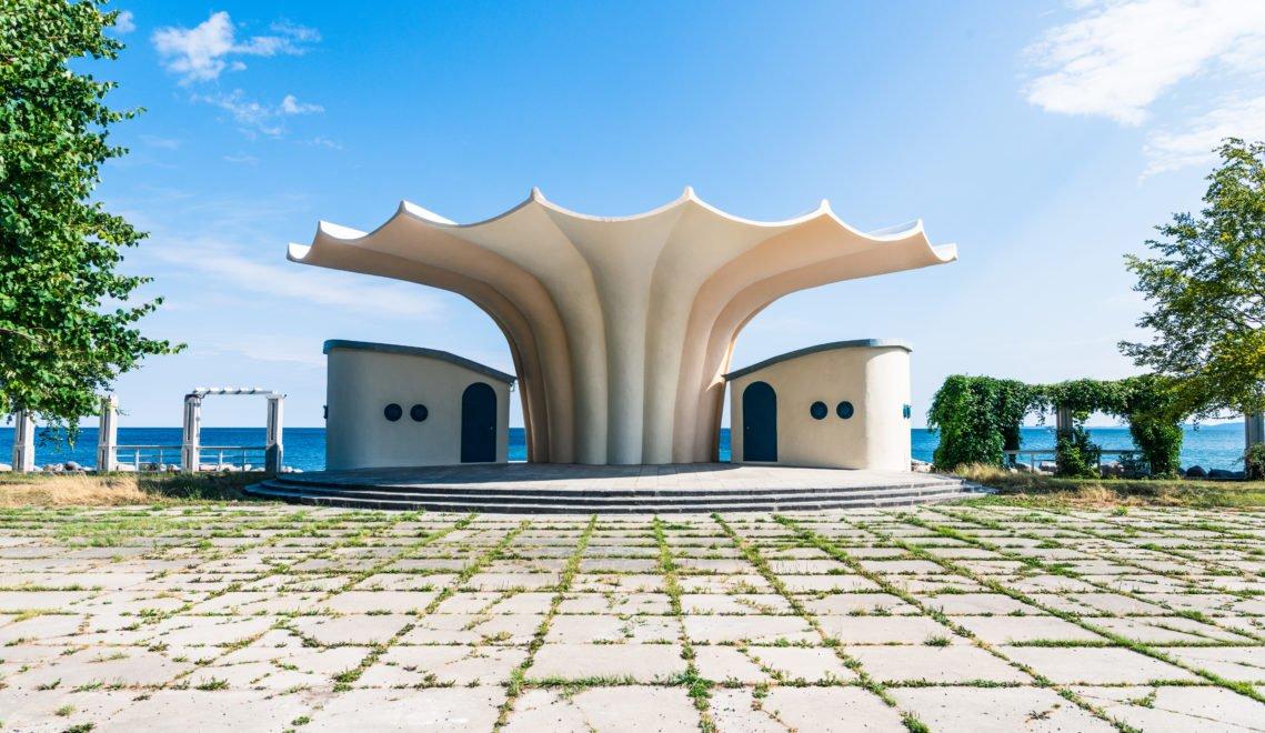 """Die Kurmuschel in Sassnitz ist in Müthers """"Hyperschalen""""-Bauweise erstellt © Andreas [FranzXaver] Süß"""