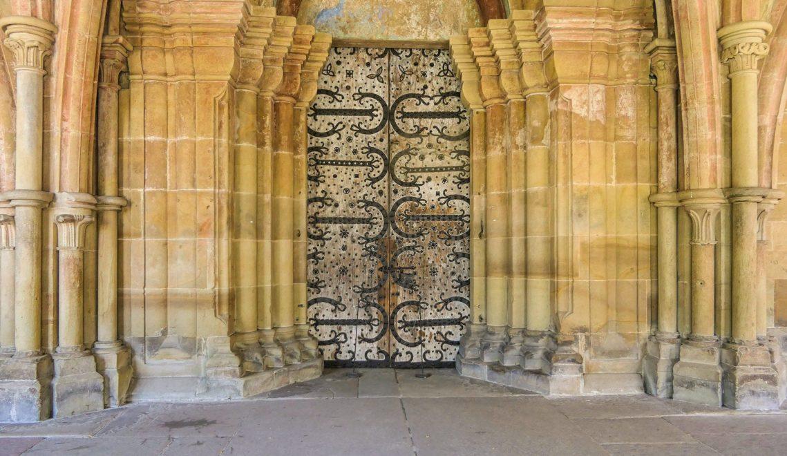 Diese Tür führte vom Paradies in das Haus Gottes, die Klosterkirche © cmr – Joachim Negwer