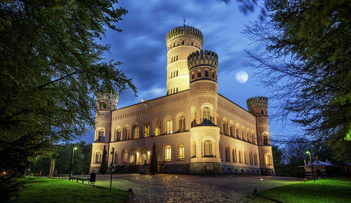 Zum Jagdschloss Granitz auf Rügen gibt es geführte Mondscheinwanderungen © Mirko Boy/ruegenfotos.de