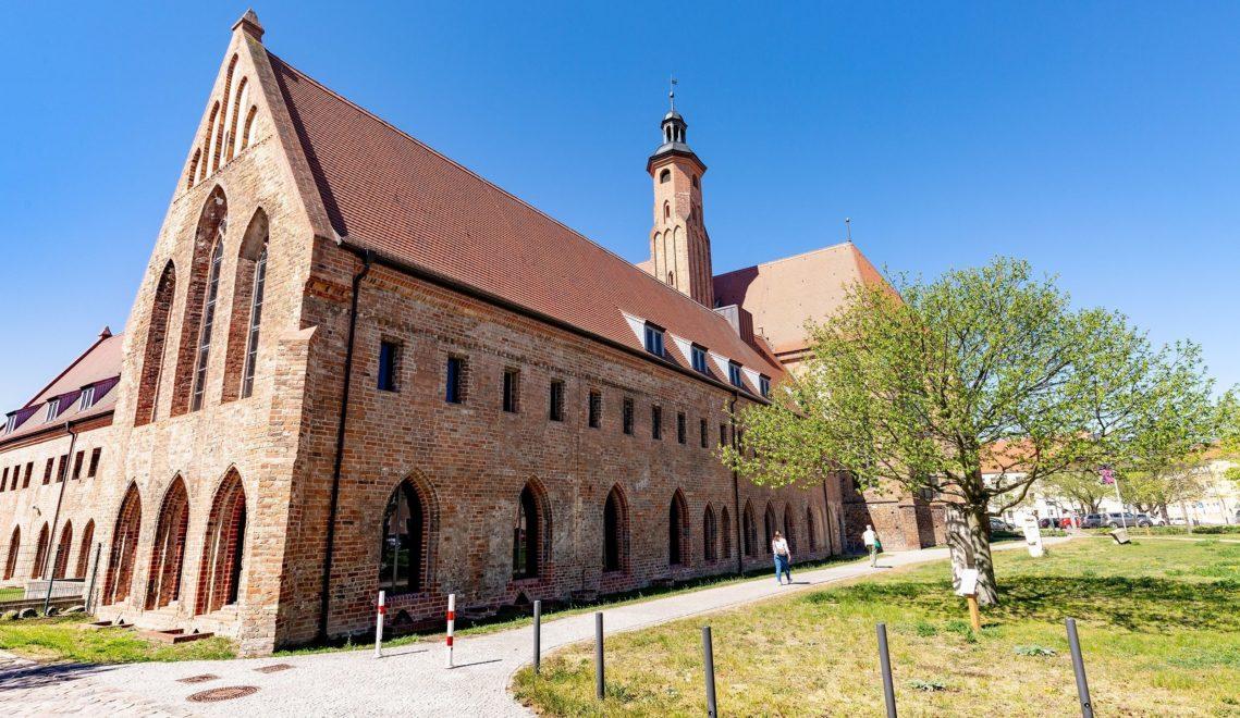 Im Paulikloster, einem gotischen Hallenbau, befindet sich heute das Archäologische Landesmuseum Brandenburg © TMB-Fotoarchiv/Steffen Lehmann