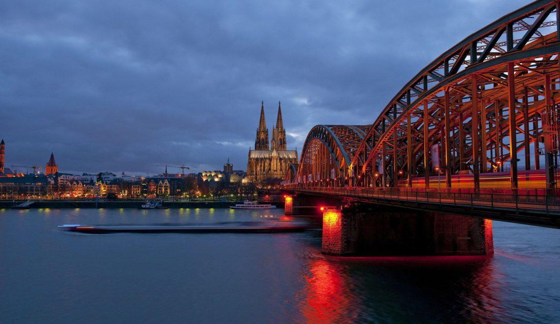 Abendansicht auf den Kölner Dom und die Hohenzollernbrücke © Oliver Franke, Tourismus NRW e.V.
