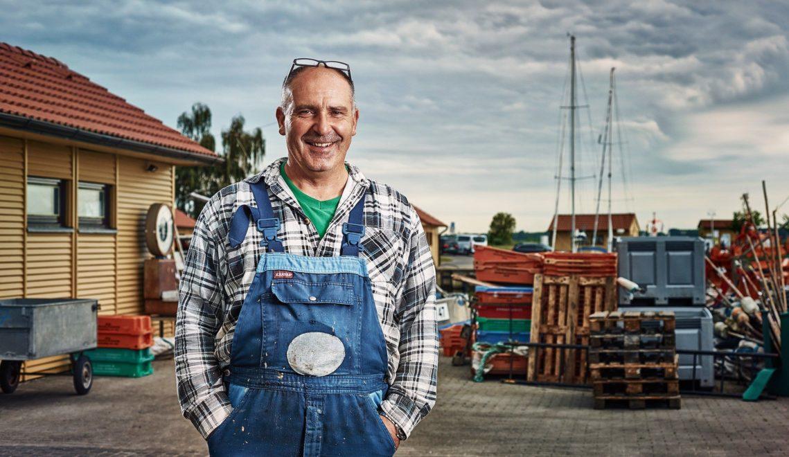 Fischer Dirk Baumann fährt seit mehr als 30 Jahren jeden Morgen mit seinem Kutter raus auf die Ostsee © TMV/pocha.de