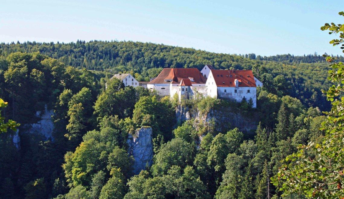 In der majestätischen Burg kann heute jeder übernachten –heute ist sie eine Jugendherberge