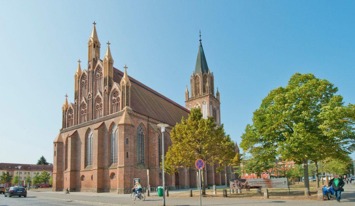 Außen Backsteingotik, innen hervorragende Akustik: die Konzertkirche Neubrandenburg © Christin Druehl