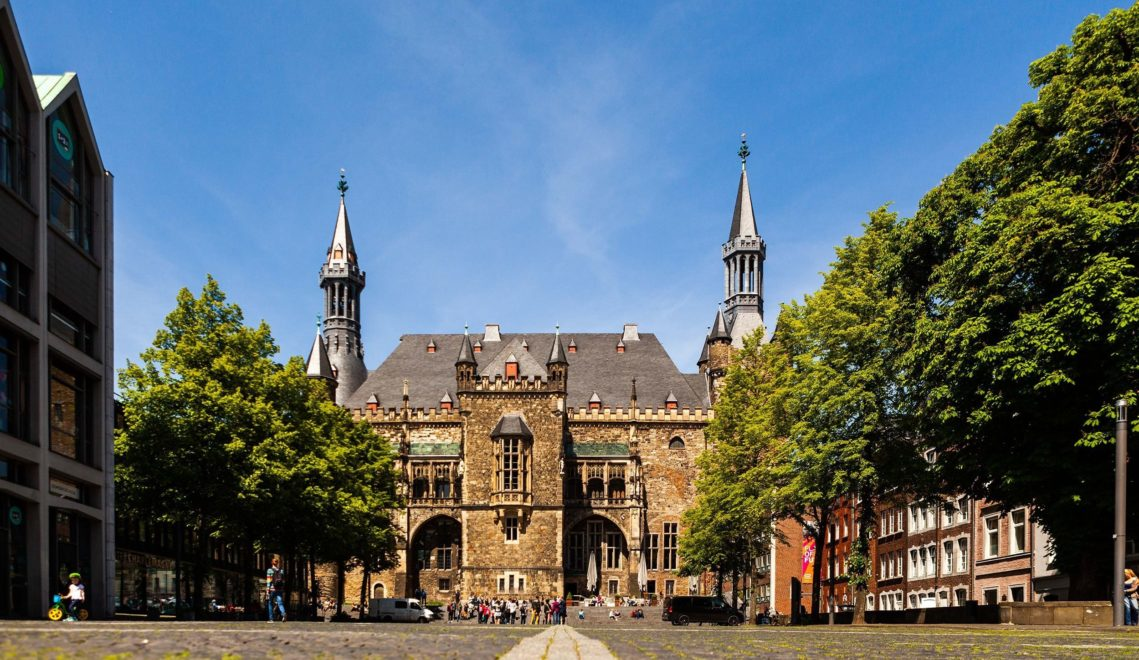 Beste Aussichten auf das Aachener Rathaus hat man vom Katschhof aus © Tourismus NRW e.V.
