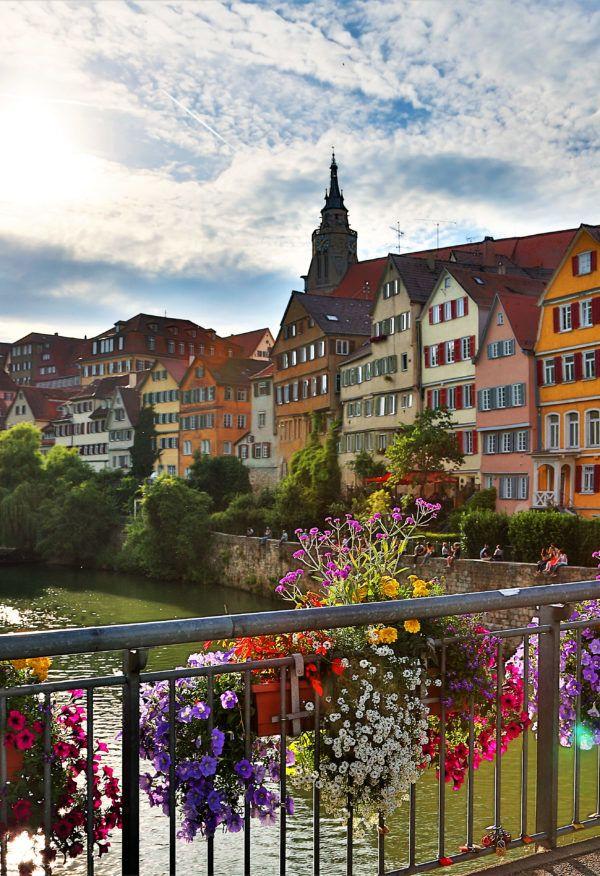 Tübingen am Neckar ist eine lebendige Studentenstadt