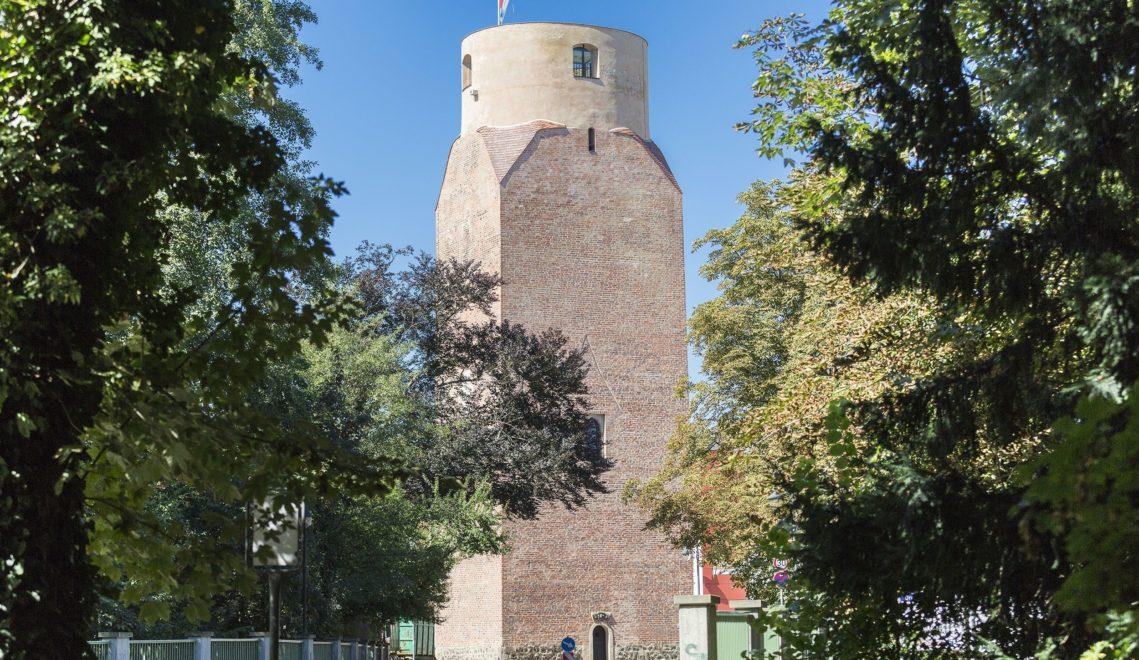 Der mehr als 30 Meter hohe Lubwartturm in Bad Liebenwerda stammt aus aus dem 13. Jahrhundert und zählt zu den ältesten Türmen Brandenburgs © TMB-Fotoarchiv/Steffen Lehmann