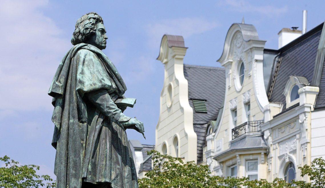 Denkmal auf dem Münsterplatz für den berühmten Sohn der Stadt: Ludwig van Beethoven © Tourismus Congress GmbH Region BonnRhein-SiegAhrweiler
