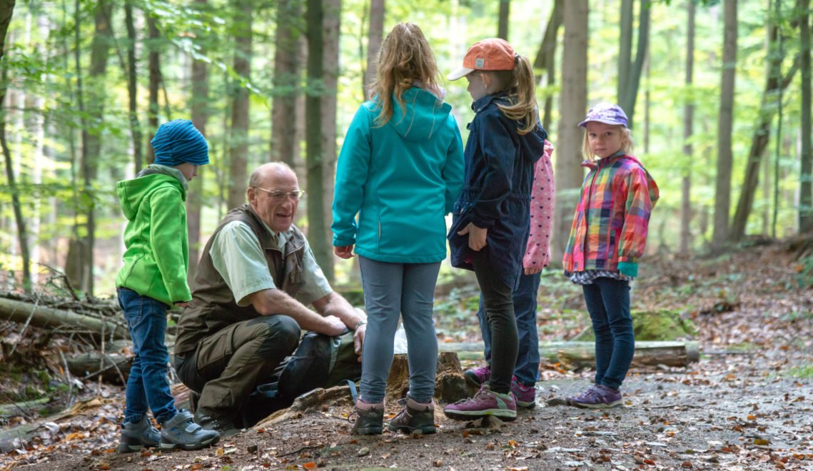 Frank Strohbach erklärt liebend gerne den Wald © Andreas Krone