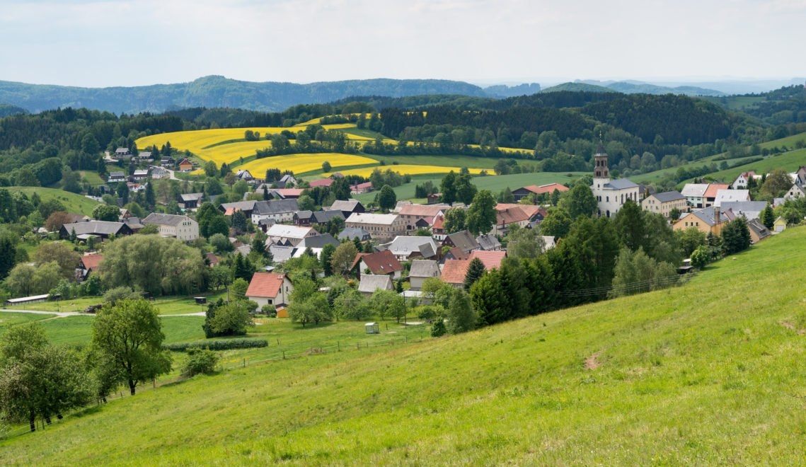 Saupsdorf liegt romantisch eingebettet in die traumhafte Natur des Nationalparks Sächsisch-Böhmische Schweiz © Andreas Krone
