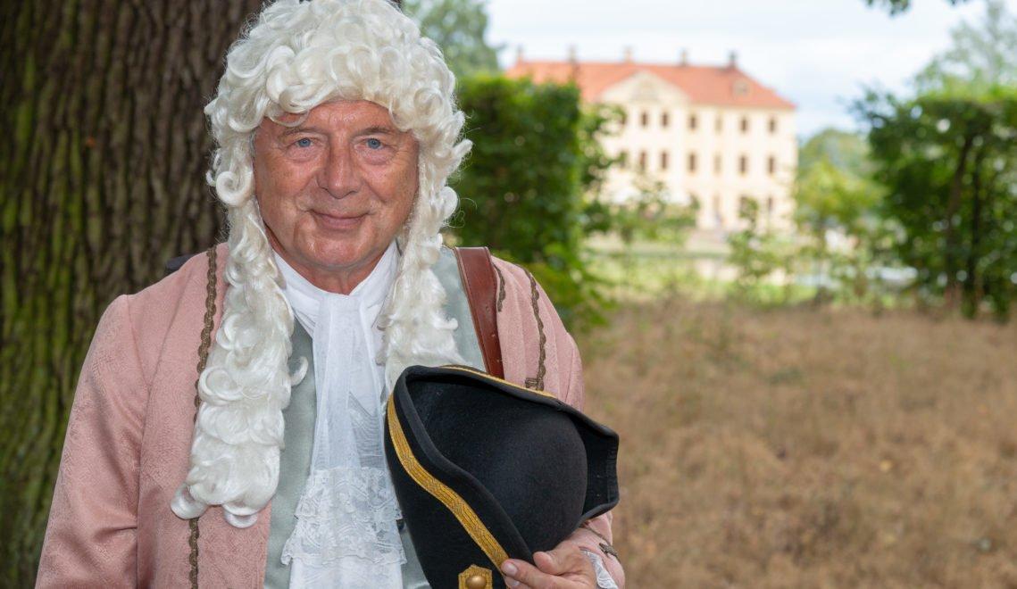 Gästeführer Dr. Jürgen Schreiber reist mit seinen Gästen als Oberlandbaumeister Knöffel in längst vergangene Zeiten © Andreas Krone