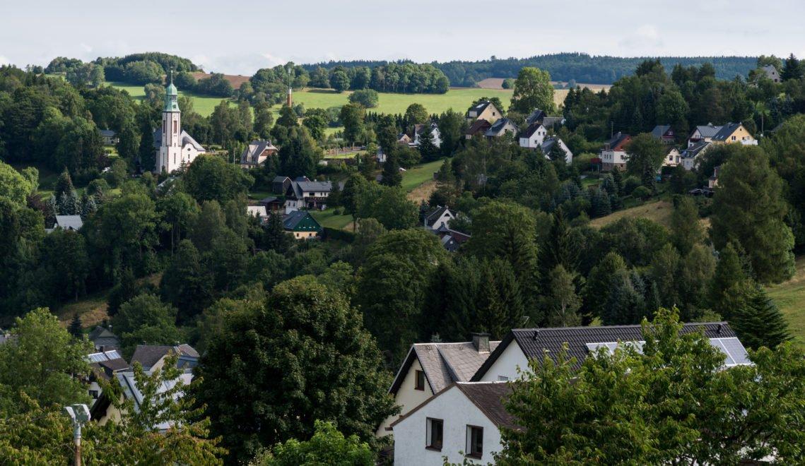 Pobershau kuschelt sich in die Hänge des traumschönen Erzgebirges © Andreas Krone