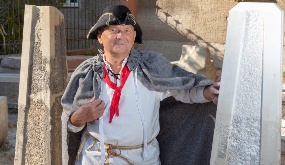 Gästeführer Rudolf Brendel erklärt als Steinmetz alles zur Entstehungsgeschichte © Andreas Krone