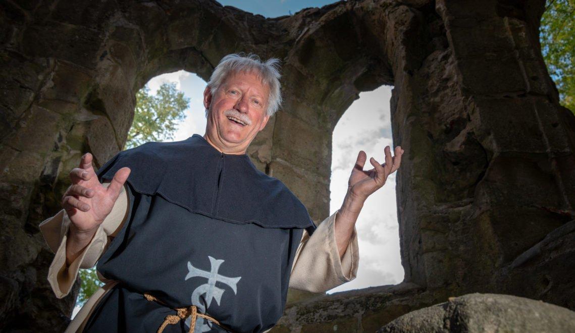 Der Oybiner Ortschronist Rainer Danzig schlüpft für Führungen zuweilen in die historische Kutte © Andreas Krone