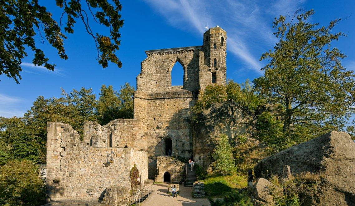 Die Burg und das Kloster Oybin sind ein beliebtes Ausflugsziel der Region © Sylvio Dittrich
