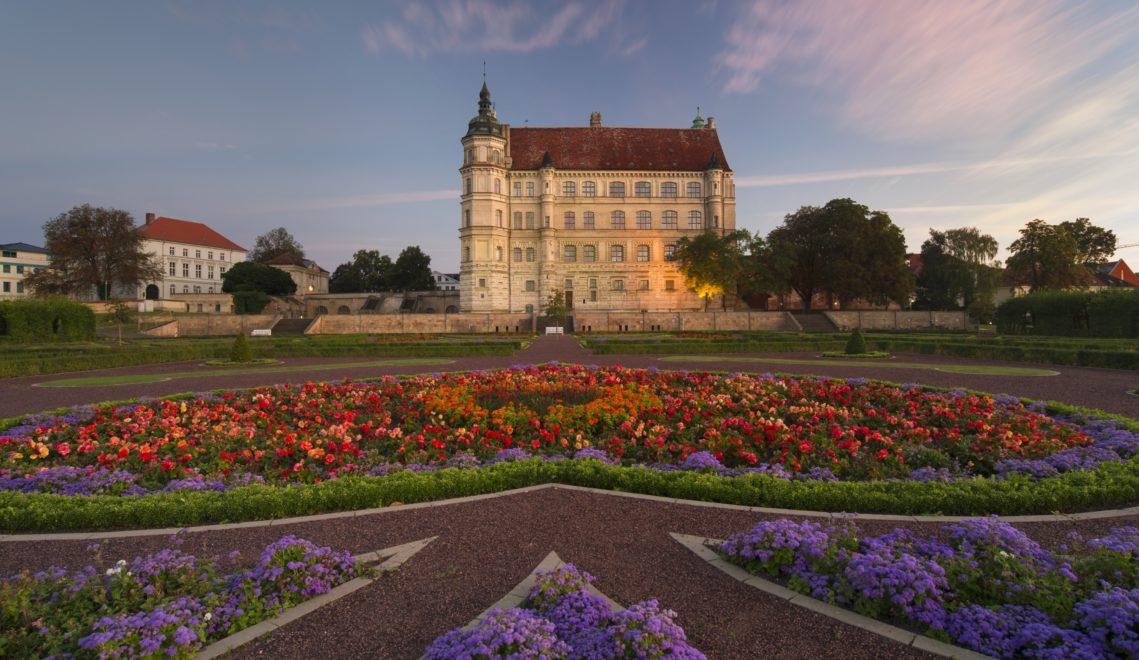 Blick auf das Renaissance-Schloss und Gartenanlage © Staatliche Schlösser, Gärten und Kunstsammlungen M-V