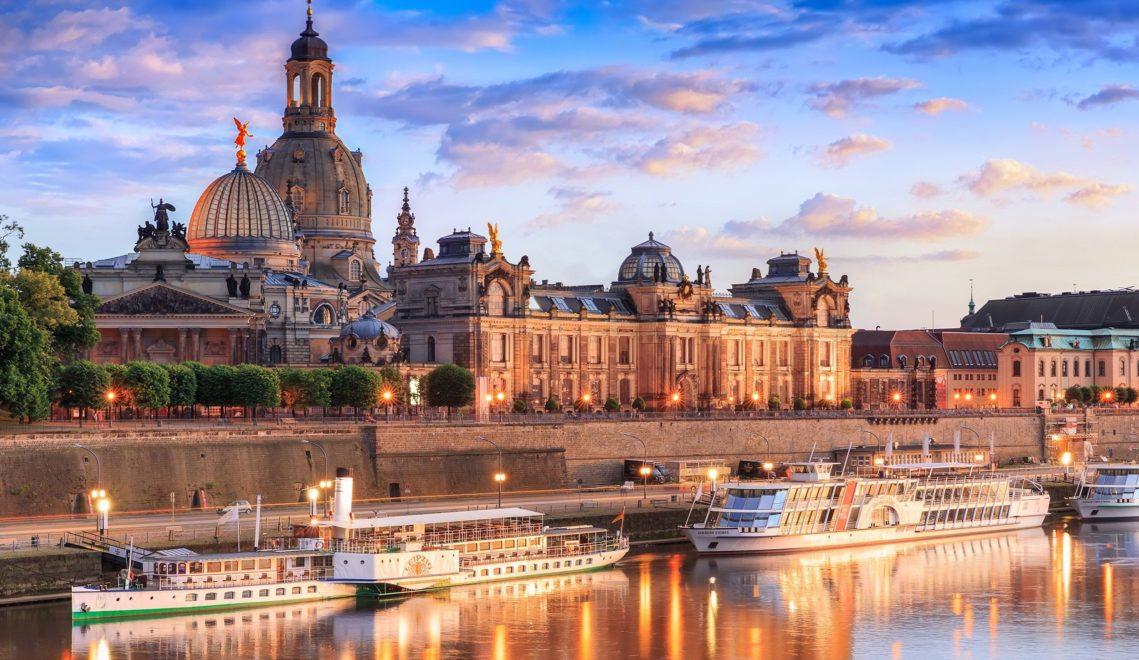 Nicht zuletzt die Brühlsche Terrasse mit der Frauenkirche im Hintergrund zeigen Dresdens Stellung als Elbflorenz ©pixdd