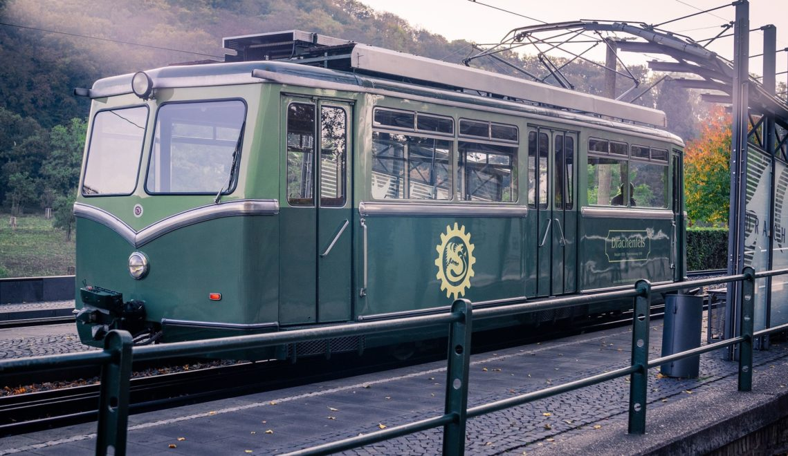 Die älteste Zahnradbahn Deutschlands führt direkt bis zum Schlosstor ©Tourismus NRW e.V.