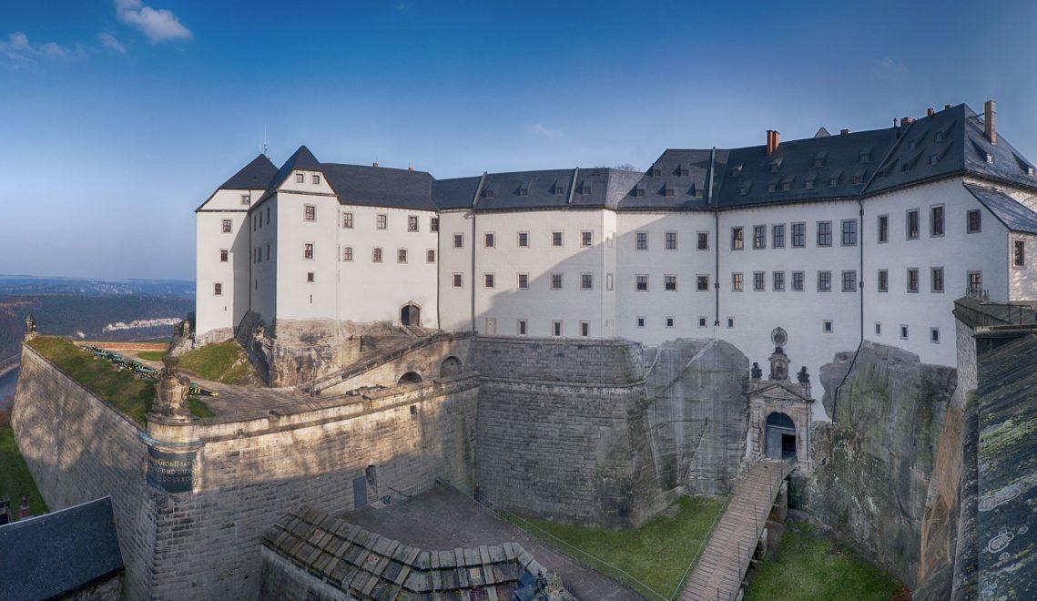 Die Festung Königstein zählt zu den größten Burganlagen Europas, allein ihr Wallgang ist 1800 Meter lang © Festung Königstein