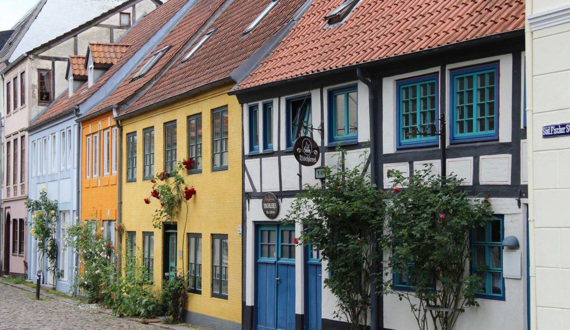 Zahlreiche Gassen mit bunten Fassaden durchziehen das Zentrum von Deutschlands nördlichster Stadt © TA.SH