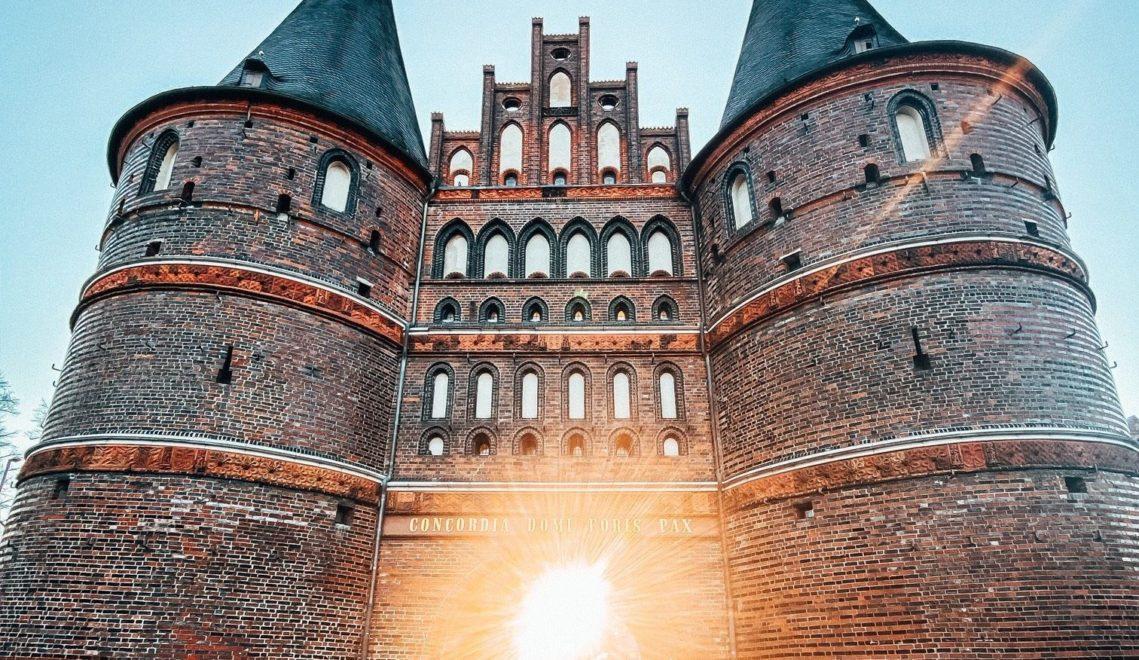 Das Holstentor ist Lübecks Wahrzeichen und ein spätgotisches Meisterwerk © Lübeck und Travemünde Marketing GmbH