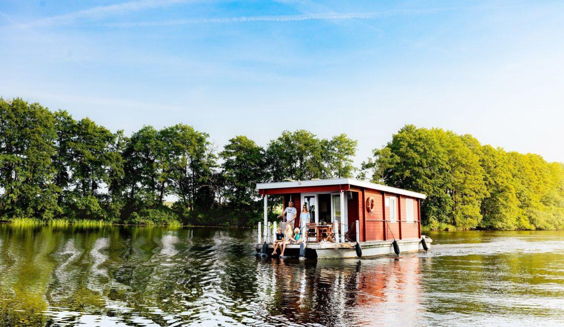 Urlaub auf dem Wasser? Kein Problem im eigenen Hausboot, etwa auf der Müritz © TMV/Kirchgessner