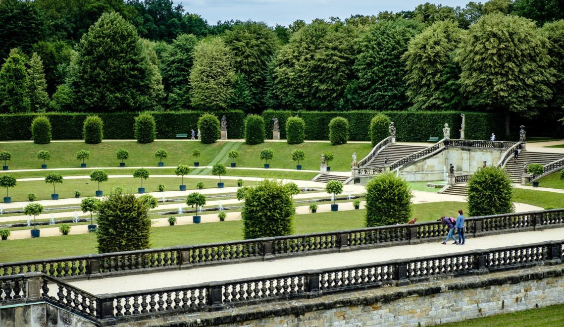 Mehr als 60 Figuren und Vasen verzieren den Barockgarten Großsedlitz © Franco Cogoli