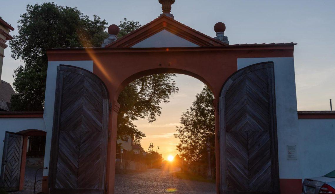 Sonnenaufgang über dem Ostritzer Kloster St. Marienthal ©Andreas Krone
