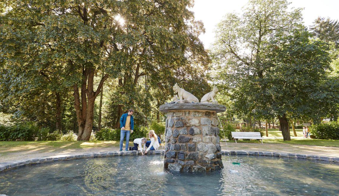 Erfrischung gefällig? Brunnen und Wassertretanlagen im Kurpark sorgen für angenehme Abkühlung © Harzer Tourismusverband/M. Gloger