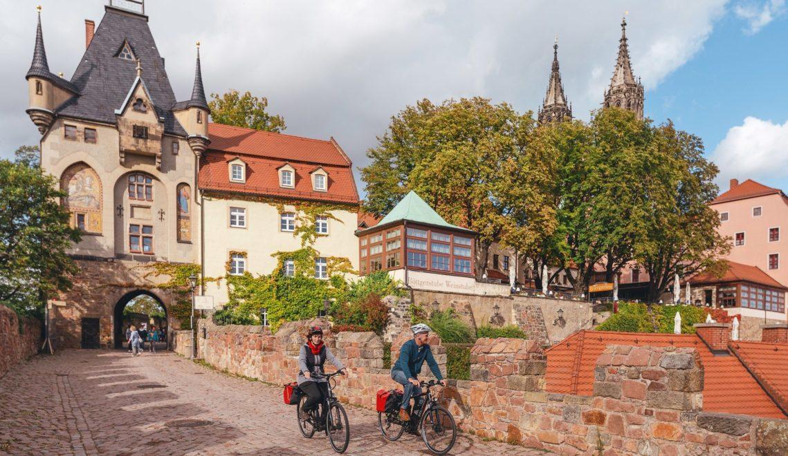 Auf dem Elberadweg kommt ihr auch durch kleine und große Altstädte, wie hier in Meißen © Felix Meyer