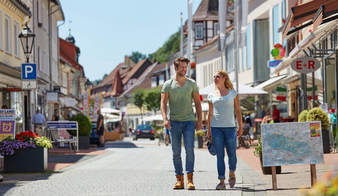 Bummeln auf dem Boulevard: Die Altstadt von Bad Lauterberg mit ihren Fachkwerkhäusern und engen Gassen ist verkehrsberuhigte Zone © Harzer Tourismusverband/M. Gloger