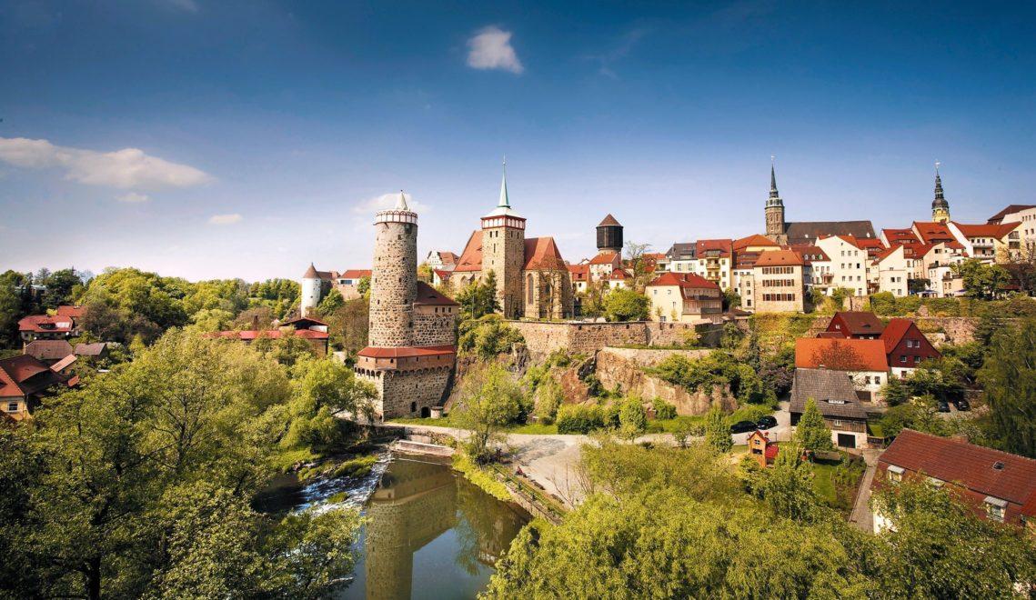 Bautzens Altstadt wuchert mit entdeckenswerten Ensembles, hier von der Friedensbrücke aus gesehen © Katja Fouad Vollmer
