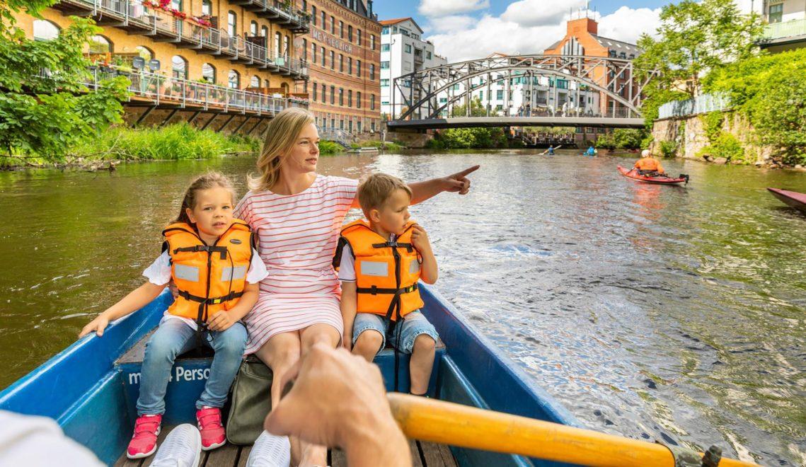Zahlreiche Kanäle und Flüsse sind in Leipzig paddelbar © Philipp Kirschner