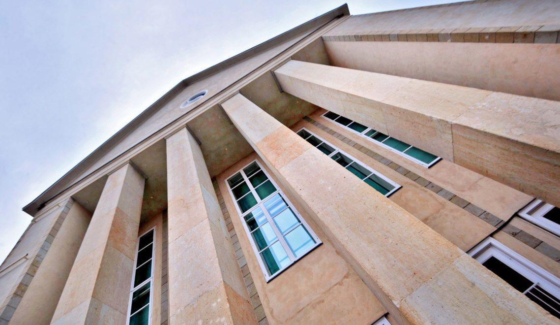 Das im Stil der Reformarchitektur errichtete Festspielhaus gilt als Meilenstein der Architektur des 20. Jahrhunderts © Kristin Schmidt