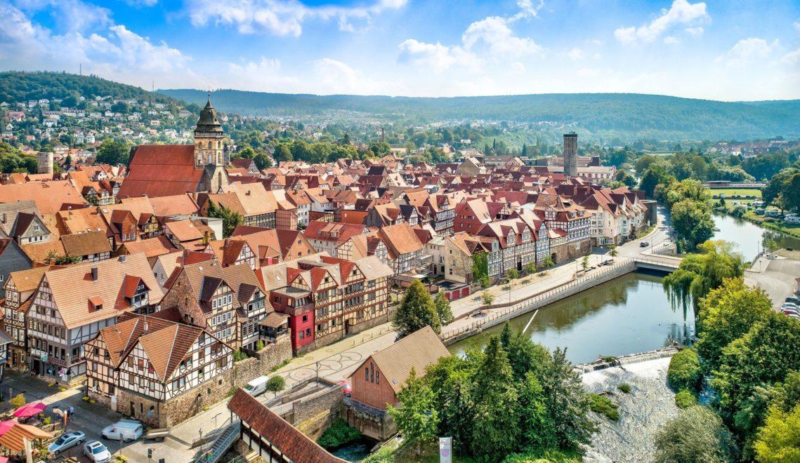 Altstadtpracht an der Fulda: die 220 Meter lange Straße Kasseler Schlagd