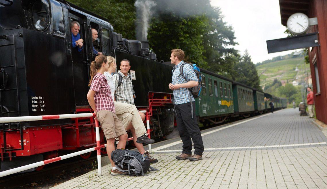 Durchatmen bei einer Fahrt mit der Lößnitzgrundbahn, einer rund 17 Kilometer langen Schmalspurbahn in Radebeul ©Intention / Marcus Gloger