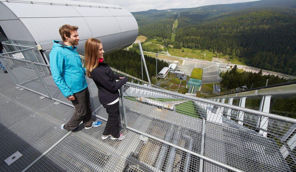 Bei Skispringern aus aller Welt beliebt: die Vogtland Arena am Schwarzberg in Klingenthal © TMGS / Intention Werbeagentur, Marcus Gloger