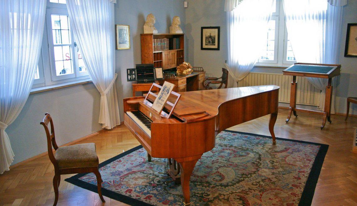 Flügel, Komponierpult und Sekretär: Im Robert-Schumann-Haus sind zahlreiche persönliche Gegenstände des Komponisten zu sehen © Kultour Z