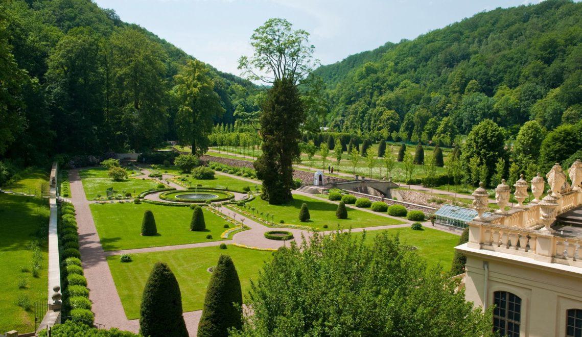 Barocke Formen prägen den Park von Schloss Weesenstein © Ernst Wrba